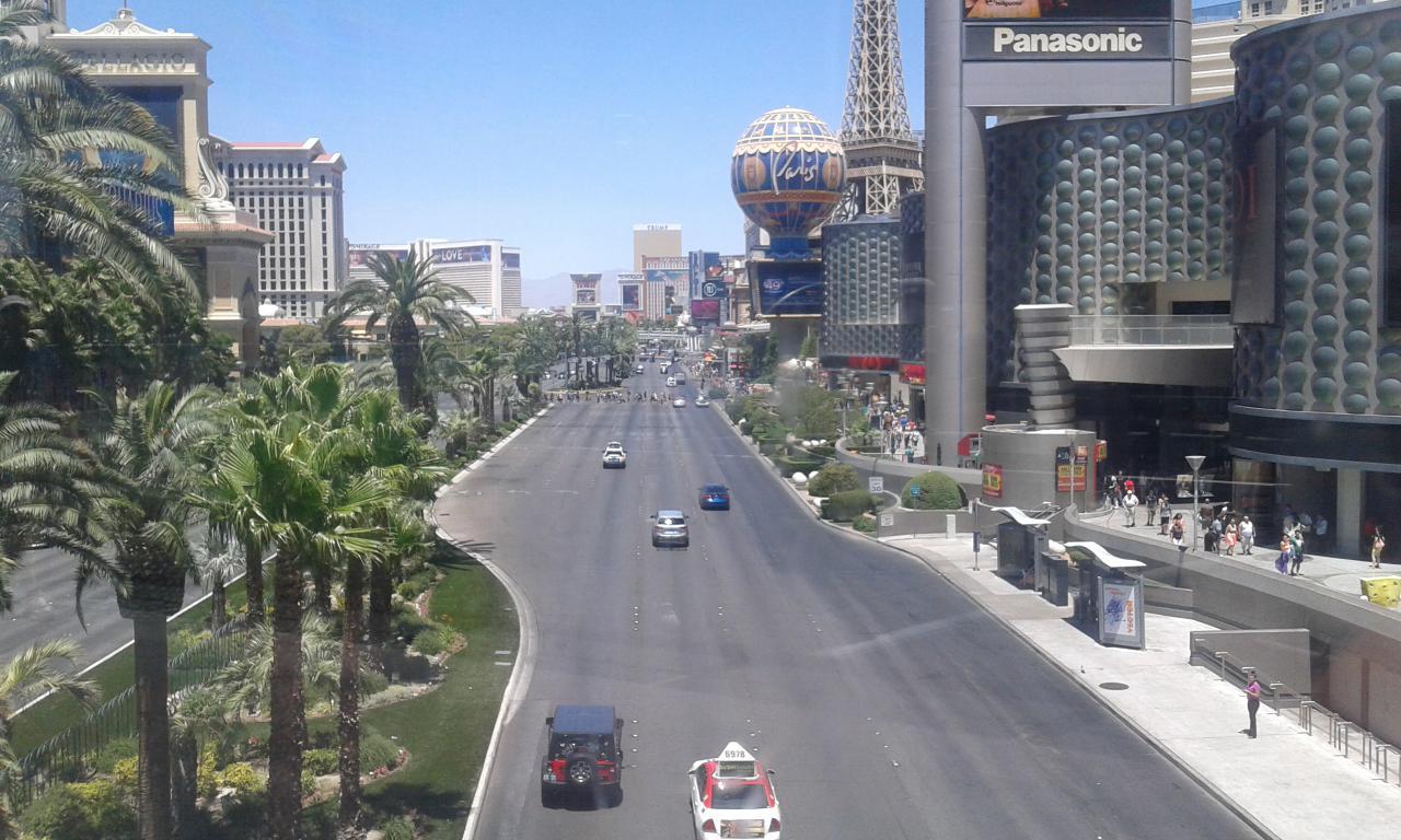 Vanaf de verschillende loopbruggen heb je een uitzicht over The Strip