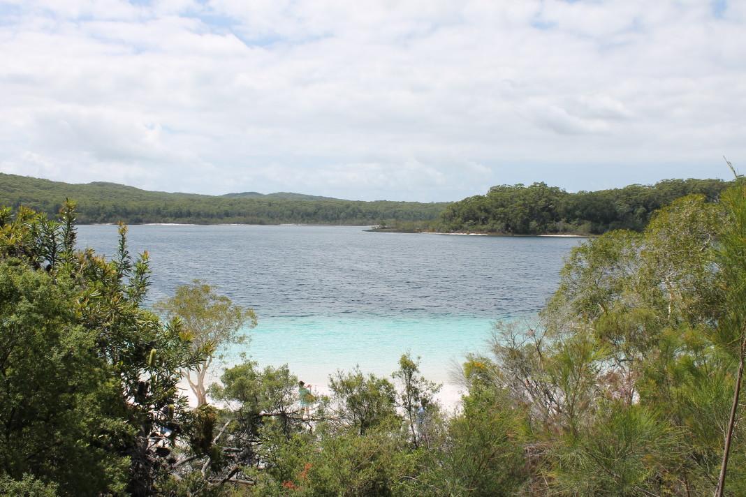 Lake McKenzie vanaf het uitzichtpunt