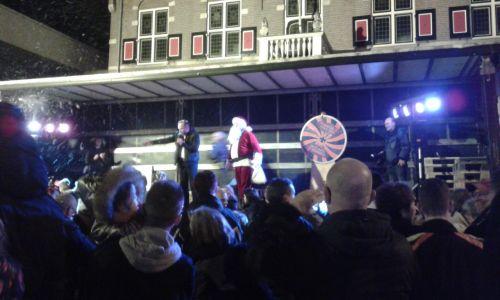 Kerstman op het podium