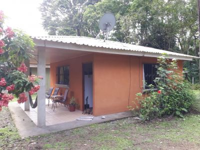 Cahuita Lodge met huishond Smokey