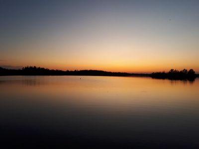 Zonsondergang boven Lake Åsnen