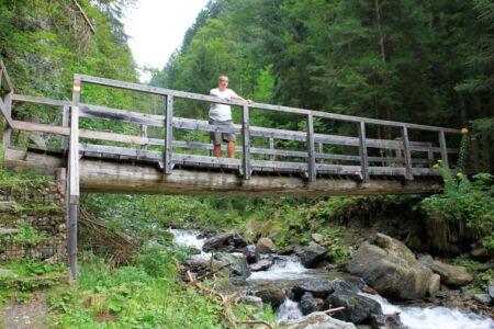 Sluit je ogen op de brug en word een met het stromende water