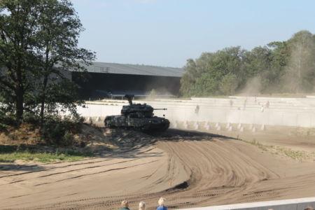 Demonstratie van een tank