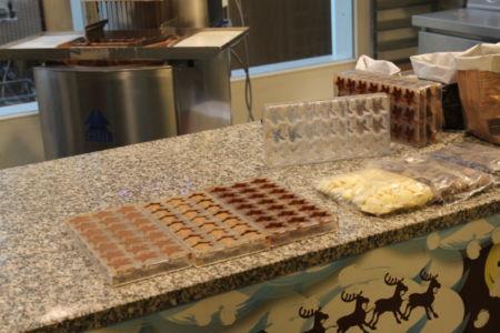 Gevulde bonbons worden in 3 stappen gemaakt