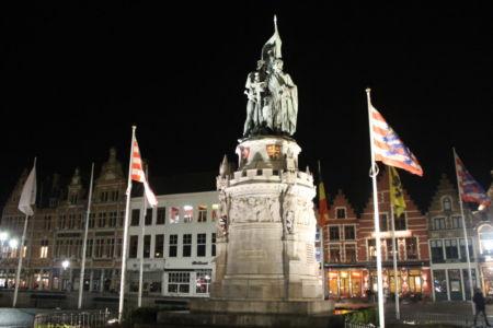 Het standbeeld op het markplein