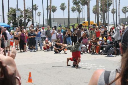 Breakdancing op Venice Boulevard