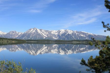 De weerspiegeling van het Tetongebergte in Jackson Lake