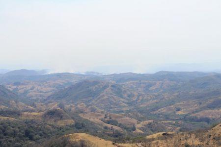 Uitzicht vanaf de bergweg onderweg