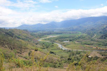 Uitzicht op de rivier en de vallei