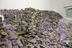 Overgebleven schoenen Auschwitz