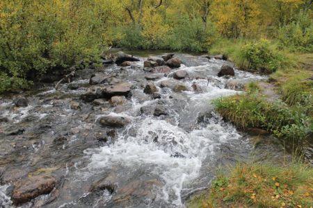 Rivier achter Naturum Laponia
