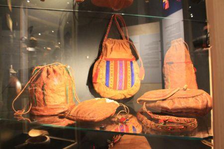 Tassen gemaakt van rendierhuid