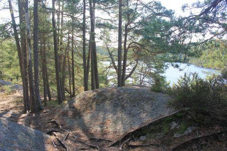 Over de rotsen wandelen