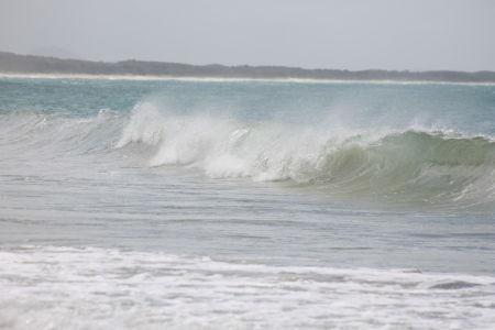 Golven op Noosa Main Beach