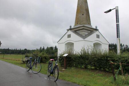 Fietsen langs het Priesnitz monument