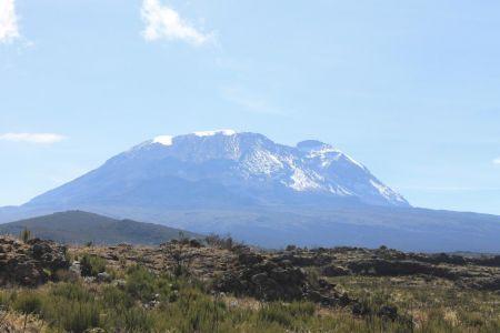 De besneeuwde top van Mount Kilimanjaro