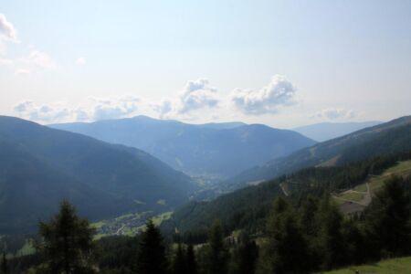 Bad Kleinkirchheim van boven op de berg gezien
