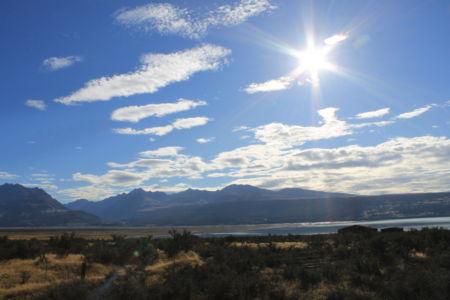 Het zonnetje scheen boven de bergen