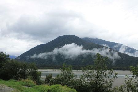 Laaghangende wolken op de Haast Pass