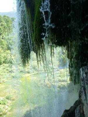 Achter de waterval