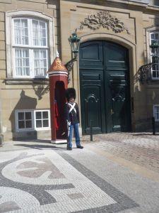 Wacht bij Amalienborg Palace