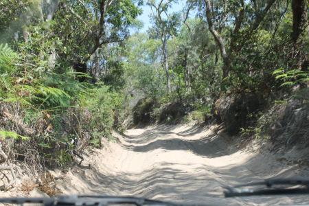 Rijden op  'wegen' van mul zand