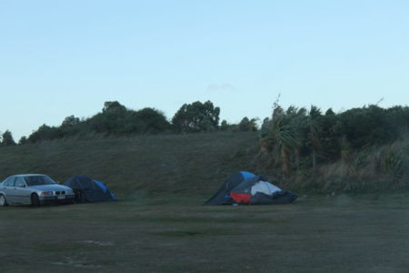 Tenten waaien weg op Warrington Domain