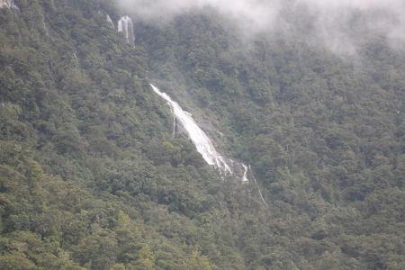 Waterval langs de Haast Pass